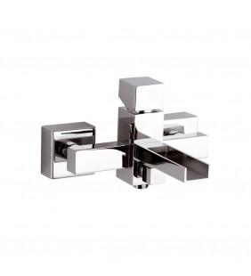 Rubinetto per esterno vasca con bocca a cascata, design quadro e minimale. serie cube waterfall